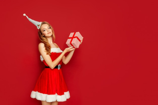 Beautiful sexy woman with santa claus costume and gift Premium Photo