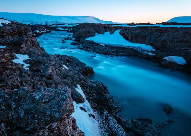 岩場の川の美しいショット 無料写真
