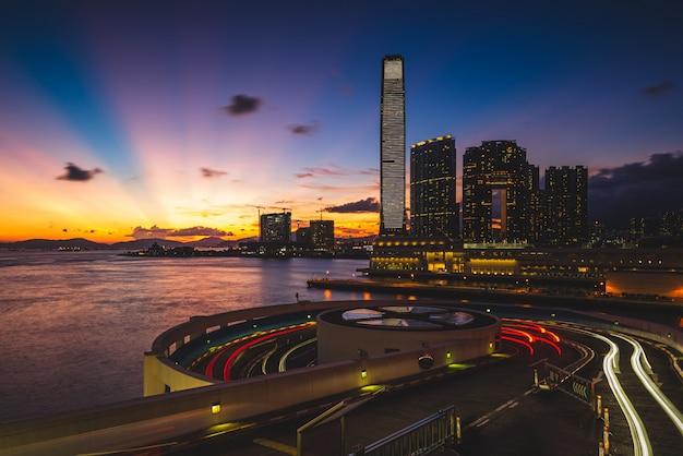 近代建築と素晴らしい景色が広がる都市の美しいショット 無料写真
