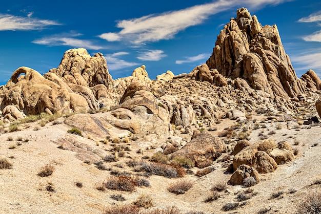 カリフォルニア州アラバマヒルズの岩層の美しいショット 無料写真