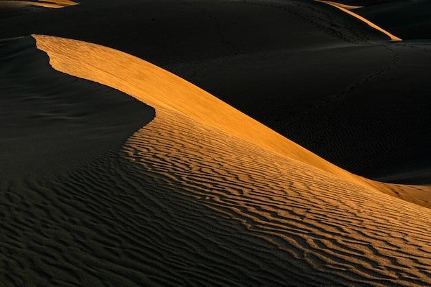 Красивый снимок песчаных дюн Бесплатные Фотографии