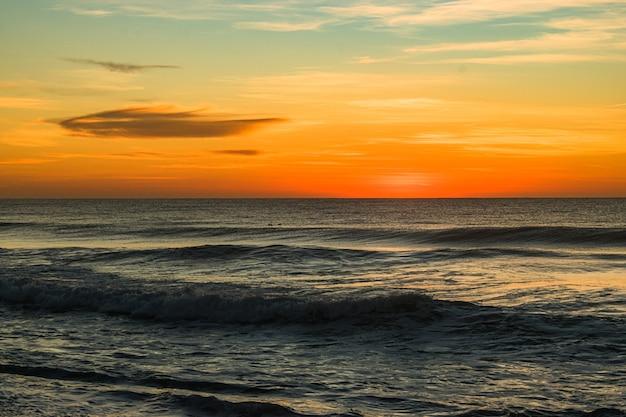 일출 북쪽 입구 해변의 아름다운 샷 무료 사진