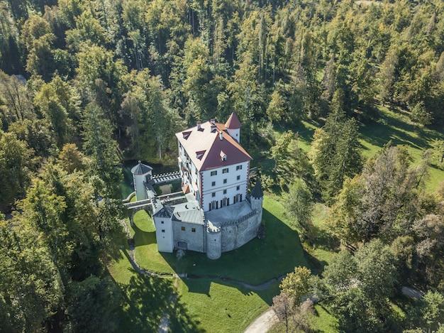 Bellissimo castello di sneznik a sneznik, slovenia Foto Gratuite