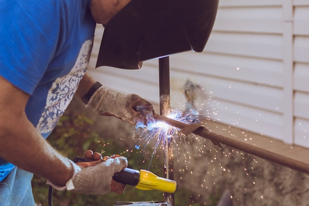 Beautiful sparks from the welding machine Premium Photo