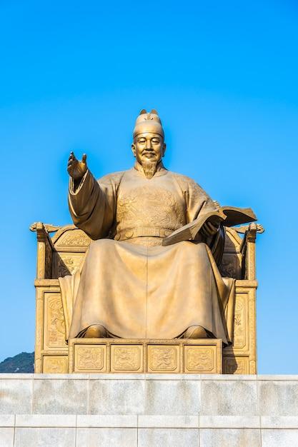 Beautiful statue king sejong Free Photo