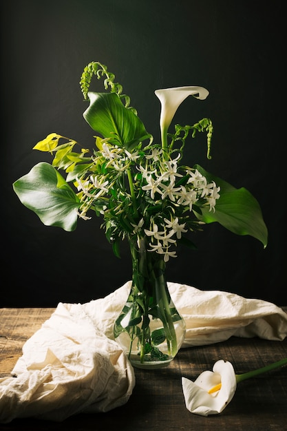 Beautiful still life of bouquet with calla lily Free Photo
