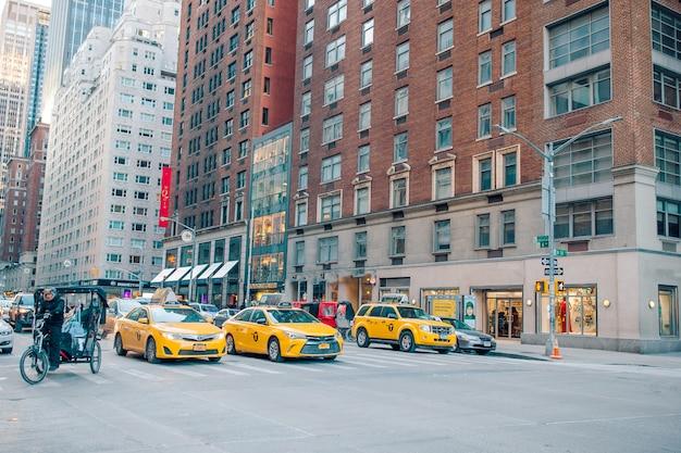 Beautiful street of new york city and america, january 01th, 2018 in manhattan, new york city. Premium Photo