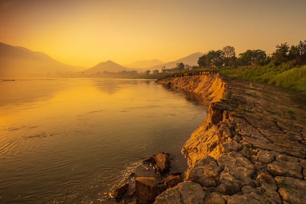 Beautiful sunrise on mekong river at chiang khan, border of thailand and laos, loei province,thailand. Premium Photo