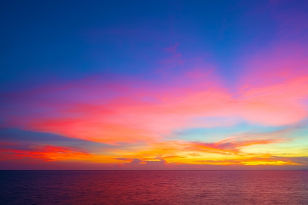 Beautiful sunset in the tropical sea at summer time Premium Photo