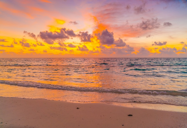 Beautiful sunset with sky over calm sea  in tropical maldives island . Premium Photo