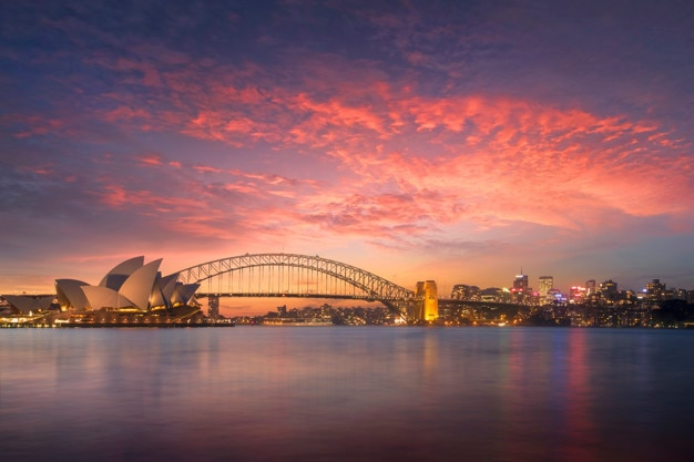 Beautiful sydney bay view at sunset from mrs macquarie's chair viewpoint in evening Premium Photo