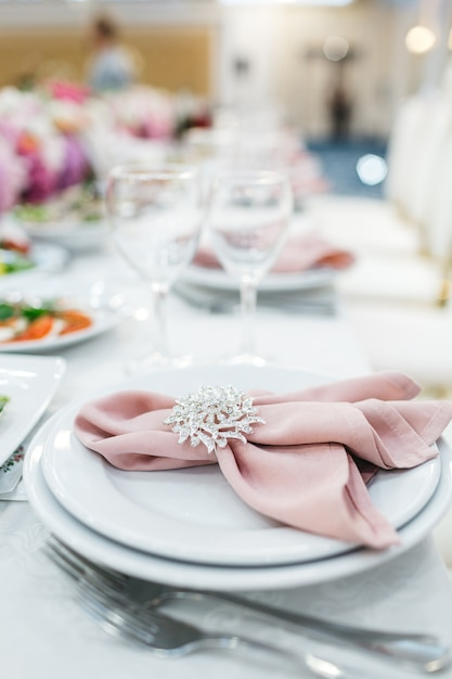 Beautiful table decor for guests Free Photo