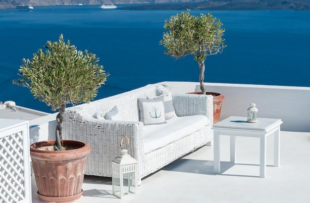 Beautiful terrace over santorini Premium Photo