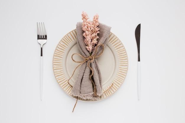 白のバレンタインの美しいトップビューテーブル設定 無料写真
