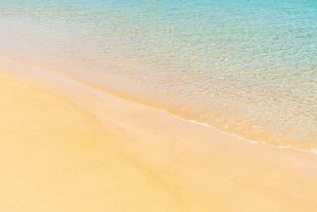 美しい熱帯のビーチと楽園の島の海 Premium写真