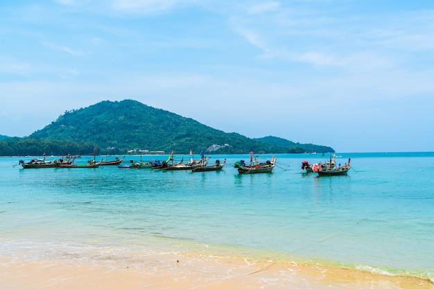 Beautiful tropical beach and sea in paradise island Premium Photo