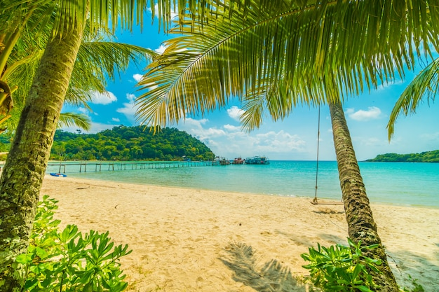 Beautiful tropical beach and sea Free Photo