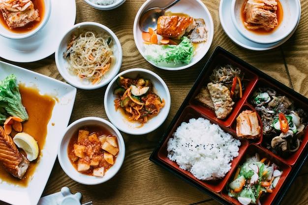 Beautiful vibrant shot of traiditonal korean meals Free Photo