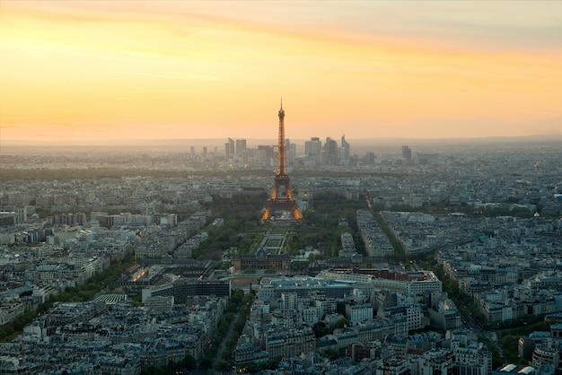Beautiful view eiffel tower at dusk, paris, france. Premium Photo