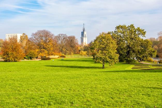 Beautiful view of green park at autumn Premium Photo