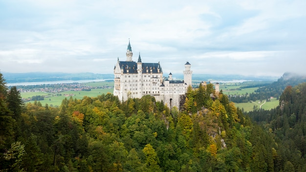 Beautiful view of neuschwanstein castle, germany Premium Photo