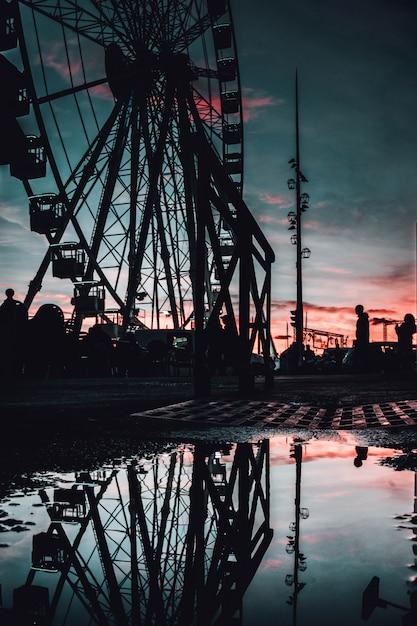 저녁에 마르세유, 프랑스에서 키 큰 관람차의 아름 다운보기 무료 사진