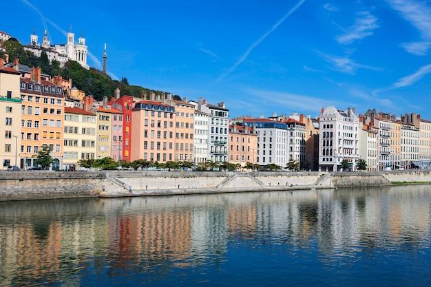 Bella vista del fiume saone nella città di lione, francia Foto Gratuite
