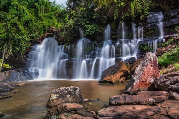 Beautiful waterfall in thailand. Premium Photo