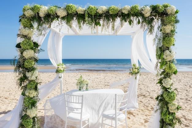 Beautiful wedding arch on the beach Premium Photo