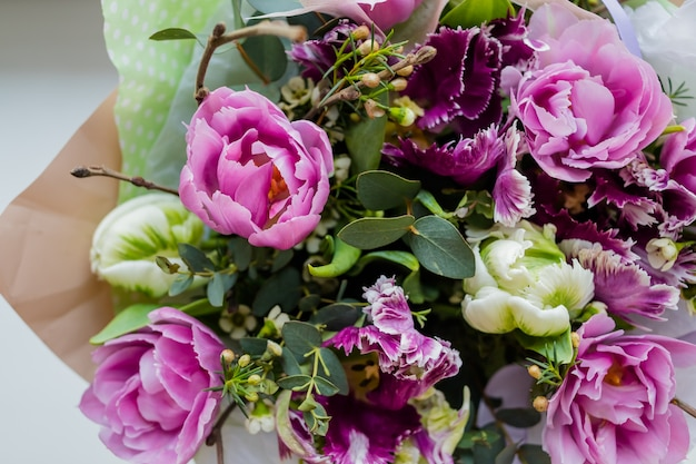 Beautiful wedding bouquet of flowers Premium Photo