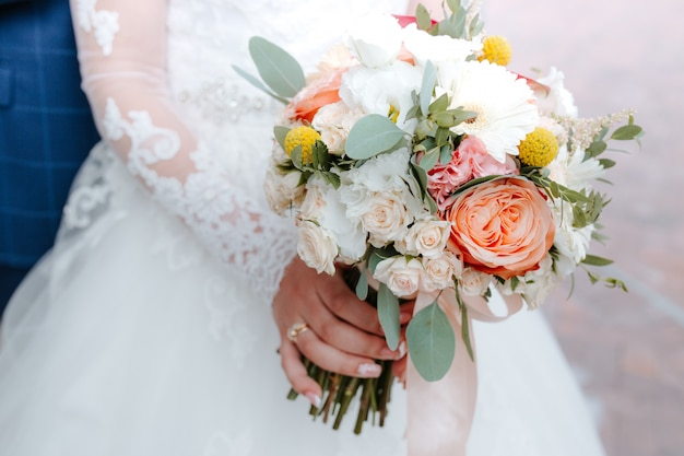 Bouquet Calle Sposa.Beautiful Wedding Bouquet With Red Pink And White Flowers Roses