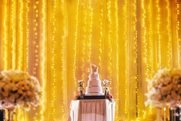 Beautiful wedding cake on stage decoration Premium Photo