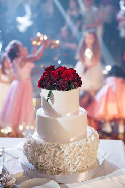 Beautiful wedding cake with flowers Free Photo