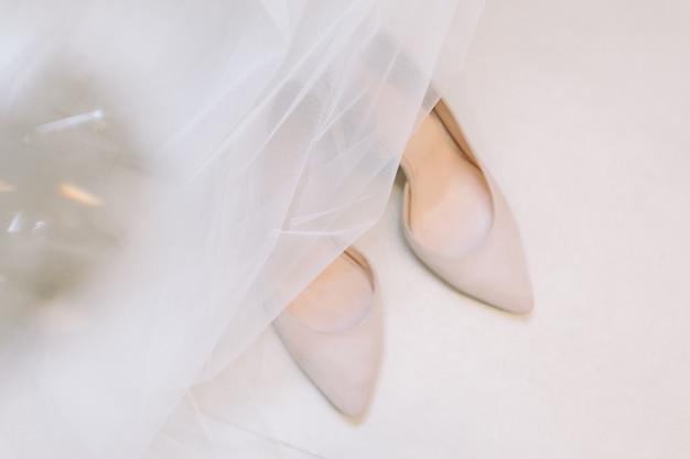 Beautiful wedding shoes of the bride. Premium Photo