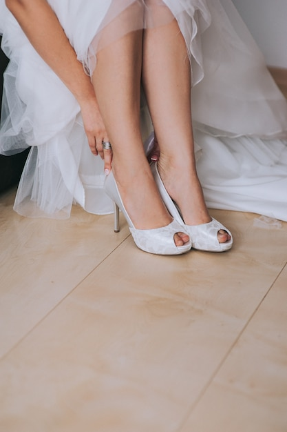 Beautiful white shoes from bride Premium Photo