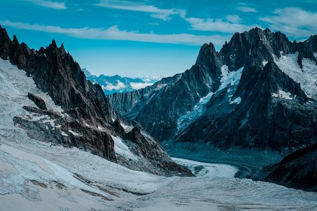 雪に覆われたルース氷河の美しいワイドショット 無料写真