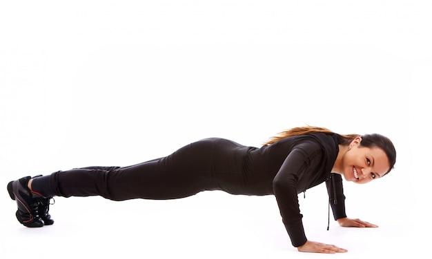 Красивая женщина делает упражнения фитнес Бесплатные Фотографии
