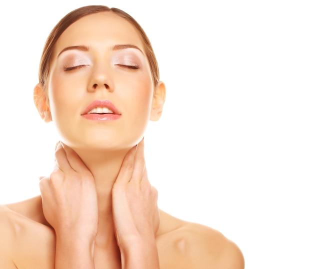 美しい女性の顔-白い背景で隔離 Premium写真