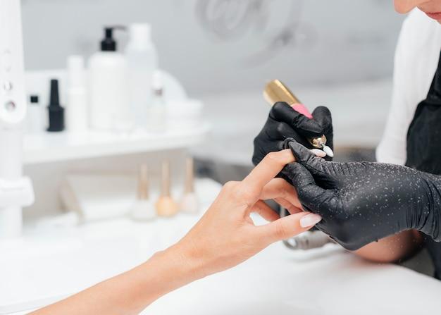 Салон красоты руки женщины Бесплатные Фотографии