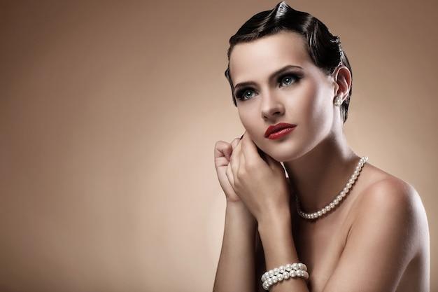 빈티지 이미지에서 아름 다운 여자 무료 사진
