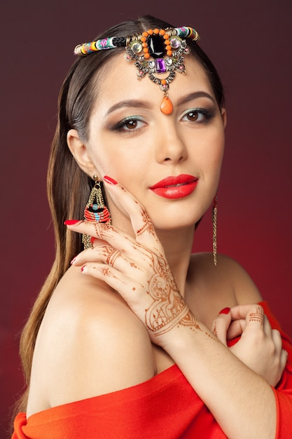 Beautiful woman in oriental style with mehendi Premium Photo
