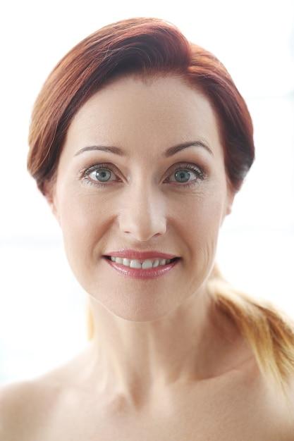 Портрет красивой женщины, концепция ухода за кожей лица Бесплатные Фотографии
