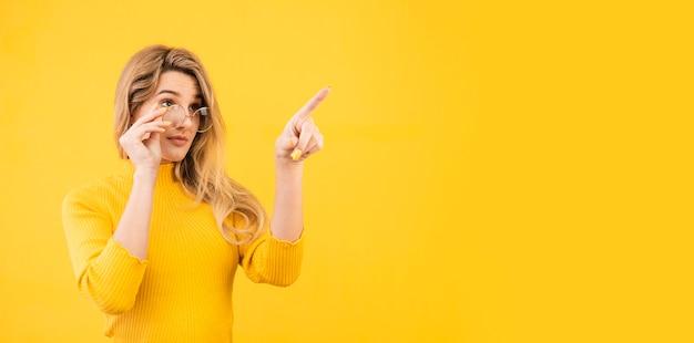 Beautiful woman posing with glasses Premium Photo