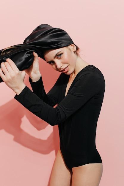 ターバンを着ている美しい女性 無料写真