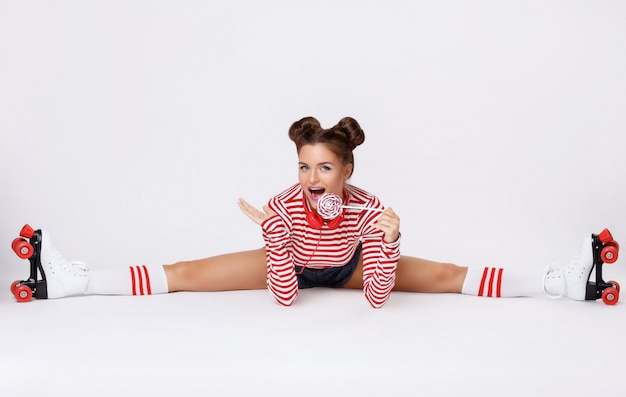 Beautiful woman in the roller skates and with red headphones Premium Photo