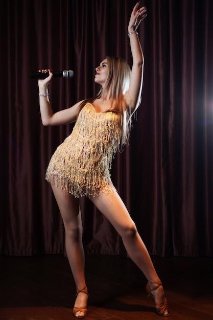 Beautiful woman singing karaoke songs in microphones in restaurant Premium Photo