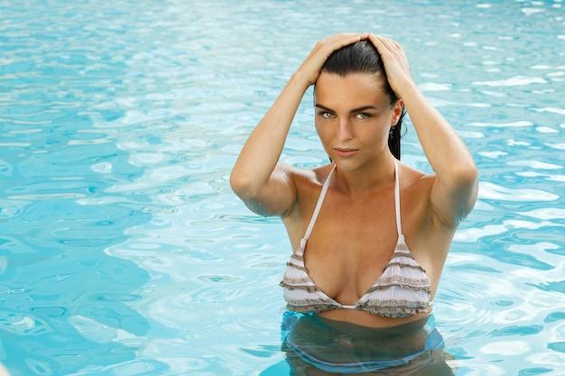 Beautiful woman in the swimming pool Premium Photo