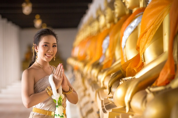 Beautiful woman in thai old traditional costume, portrait at the ancient ayutthaya temple Free Photo