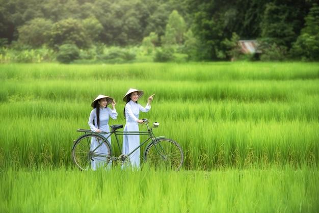Beautiful woman vietnam traditional culture ,vintage style,hoi an vietnam Premium Photo