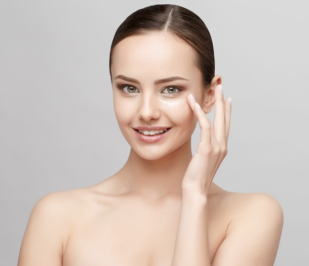 Beautiful woman with clean fresh skin Premium Photo